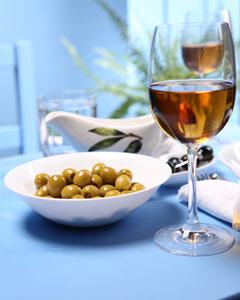 как подают белое вино