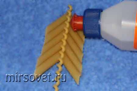 "елочная игрушка из макарон ""Елочка"" фото 2"