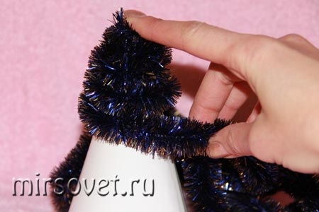 изготовление новогодней елочки для декора из мишуры