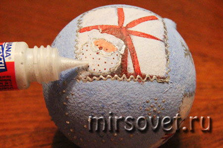 новогодний декупаж елочного шарика мастер класс фото 11