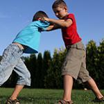 Ребенок конфликтует с одноклассниками: что делать