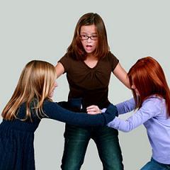 дети конфликтуют в школе