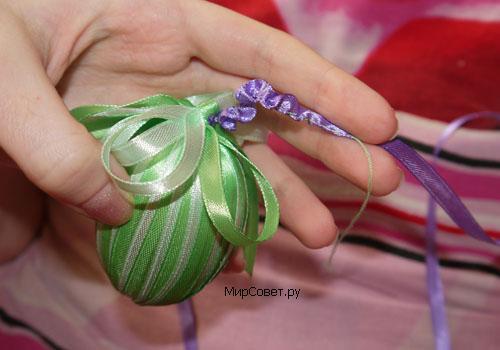 пасхальное яйцо из атласных лент шаг 5