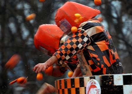 Апельсиновое сражение - кульминация итальянского карнавала