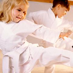 дети на занятиях спортом