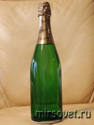 подготовленная для декупажа бутылка