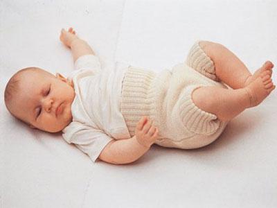 естественное пеленание новорожденного