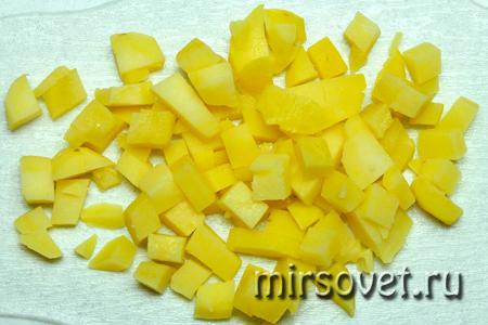 нарезанный для салата оливье картофель
