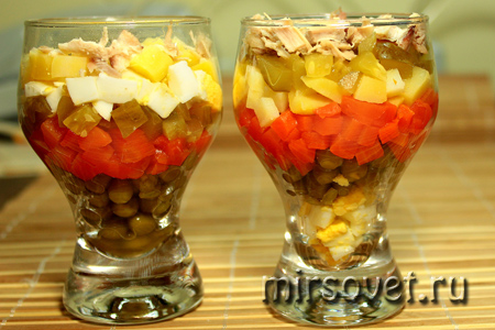 слои салата в стаканах