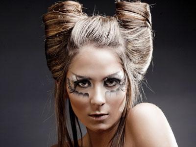 Прическа на короткие волосы рожки