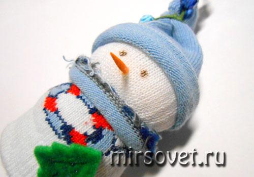 новогодний снеговик из носков