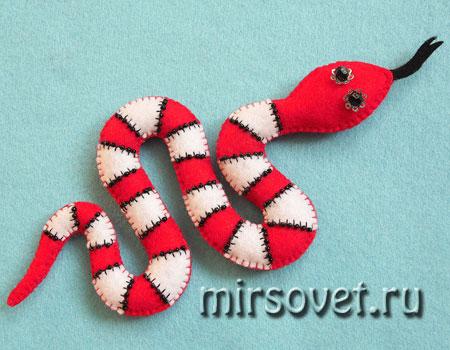 новогодняя игрушка Змея
