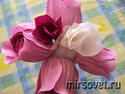 крепим цветочки на топиарий