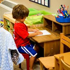важно научить ребенка правильно сидеть