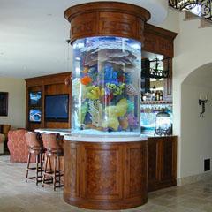 укоашение интерьера аквариумом