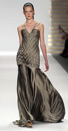 вечерне платье с открытыми плечами