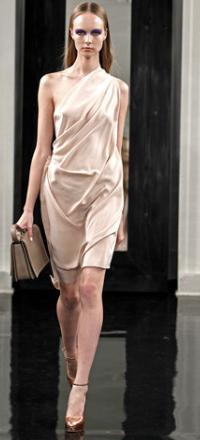 вечернее платье чуть выше колена