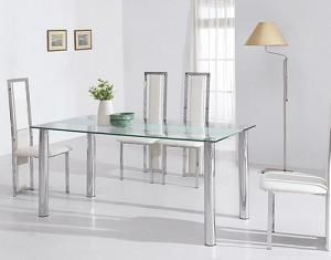 стеклянный стол в интерьере столовой