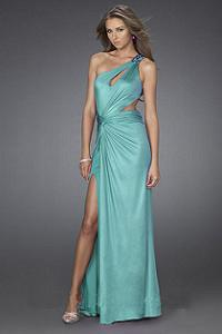 новогоднее платье 2011 модного покроя на одно плечо